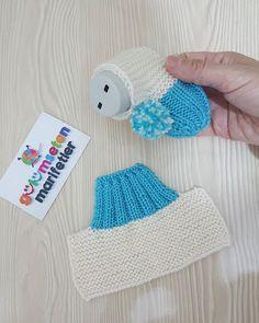 Kışın patiksiz olmaz dimi💙💙💙hele bebisler asla bu bot patik zapatitos de estsmbre kolay ve cok guzel💙💙bir zapatitos tejidoa❤birakmayi ve kaydetmeyi unutmayin. Baby Booties Knitting Pattern, Crochet Baby Shoes, Crochet Baby Booties, Baby Knitting Patterns, Baby Patterns, Crochet Patterns, Pull Bebe, Knitted Slippers, Baby Sweaters