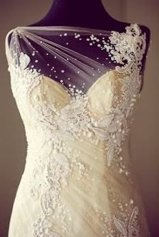 This designer is so talented! Her technique is so irresistibly magical and romantic. The Veluz Bride