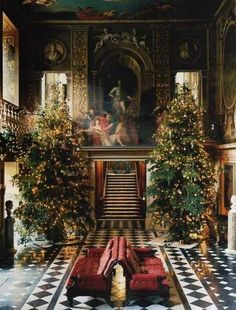 """Christmastime at Chatsworth House. brjudge: """" Chatsworth House is a stately home in North Derbyshire, England """" English Christmas, Noel Christmas, All Things Christmas, Winter Christmas, Vintage Christmas, Xmas, Victorian Christmas, Christmas Lights, Casa Steampunk"""
