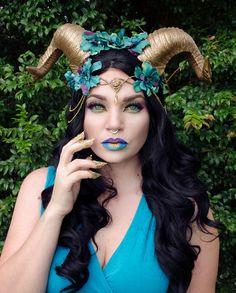 Gold und Blaugrün Horn Kopfschmuck von Frecklesfairychest auf Etsy