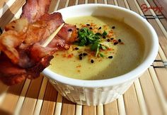 Curry-s krémleves ropogós bacon-chipsszel Bacon, Curry, Cheeseburger Chowder, Soup, Curries, Soups, Pork Belly