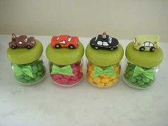 Aplique de biscuit para Lembrancinhas dos Carros Festa Hot Wheels, Cupcakes Decorados, Biscuit, Travel Themes, Kids, Crafts, Food, Crescendo, Pasta