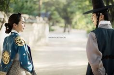 When you talk Korean pre wedding photo with Korean traditional custom Hanbok. It will give you lots of royalty and modernize with Hanbok. Today Wedding Ritz follow with collaboration work with Yoon Hanbok and Gray Scale Studio at The Korean Folk Village. Everyday people's love stories are in modern life but with Hanbok and The Korean Folk Village gave more royalty and inspiration with old and new generation with Gray Scale Studio. Enjoy with the sample Korea pre wedding photos collaboration…