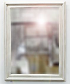 espejo con marco blanco patinado antiguo u marnie arte