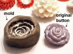 Tutorial: use old buttons to make a polymer clay mold - to make more buttons. use the pvc free kind Polymer Clay Projects, Diy Clay, Polymer Clay Jewelry, Resin Crafts, Homemade Clay, Resin Jewelry, Make Your Own Clay, How To Make, Paperclay