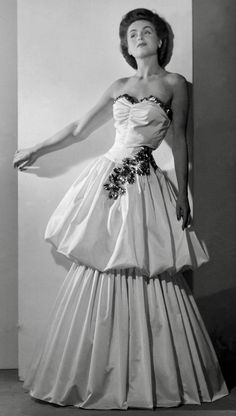 0371e846477c 1944 What Is Fashion, Evening Attire, Evening Dresses, 1940s Fashion, Formal  Fashion