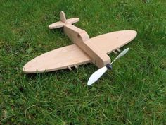 DIY Wooden Airplane Project with #freeplansforwoodworking from Steves-workshop.co.uk Simple Wooden Toy #Spitfire #freetemplates #DIYtoys #woodentoys  #woodworking #airplanes #vintageplanes http://www.steves-workshop.co.uk/toys/spitfire/spitfire.htm