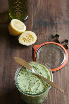 A 5 minutes healthy dip or appetizer • Edamame Hummus •theVintageMixer.com #appetizer #unprocessed