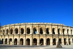 Les Arènes de Nîmes, remarquable par ses dimensions et sa qualité de conservation Louvre, Mansions, House Styles, Building, Conservation, Travel, Photos, Viajes, Pictures