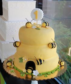 OMGosh! I need to find somebody to make me this cake for Miss Milly Bea's First B-day!