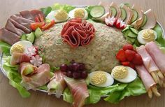 """huzarensalade (potato, meat and fresh vegetables salad), in Brabant we call it """"koude schotel"""". I make it often, our potato salads are a complete meal. Salad Recipes, Snack Recipes, Healthy Recipes, Typical Dutch Food, Dutch Recipes, English Food, Comfort Food, Vegetable Salad, Corned Beef"""