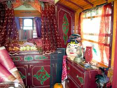 caravan decor 470696598553566153 - wonderful designs: Gypsy Caravan Interior Design Source by tamarinkchi Gypsy Wagon Interior, Gypsy Caravan Interiors, Caravan Decor, Gypsy Life, Gypsy Soul, Boho Gypsy, Bohemian Style, Diy Dream Home, Gypsy Trailer