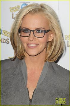 I can't stand Jenny McCarthy, but I LOVE the blonde bob/ square glasses combination