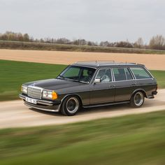 Hurry up it's time to hit the road. Mercedes E Class, Mercedes Benz Cars, Mercedez Benz, Daimler Benz, Classic Mercedes, Mode Of Transport, Future Car, Station Wagon, Chevrolet Corvette