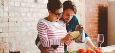 Dinner for two: Ideen für das perfekte Valentinstags-Menü  Ihr wollt euren Partner am Valentinstag so richtig überraschen? Dann kocht doch gemeinsam ein romantisches Dinner. Hier kommt unser Valentinstags-Menü.