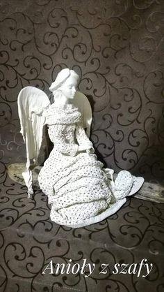 Angel Crafts, Sacred Art, Green Dress, Feathers, Christmas Diy, Sculpture, Statue, Home Decor, Archangel