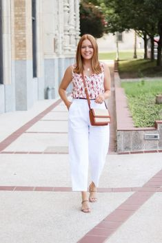 Linen Work Pant Summer Style - Oh What A Sight To See Summer Fashion Outfits, Spring Fashion, White Pants, Black Pants, Summer Work Wear, Office Looks, Linen Pants, Work Pants, Summer Looks
