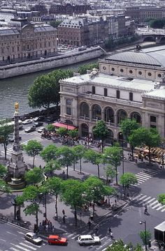 The 'Théâtre du châtelet' in the 'place du châtelet, 4th arrondissement