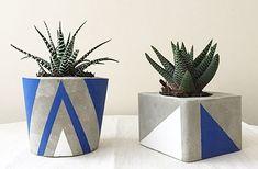 Concrete Plant Pots, Diy Concrete Planters, Cement Pots, Weaving Loom Diy, Plant Texture, Diy Crafts Tools, Painted Flower Pots, Concrete Crafts, Rock Crafts