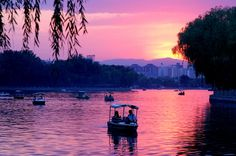 Would you spend some quiet time with me in Houhai, Beijing?#Beijing #romantic #lake
