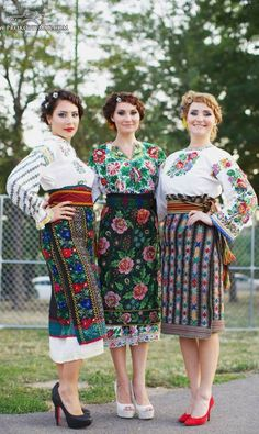 Not Estonian but an idea of how to update- Chicago Ukrainian festival beautiful embroidery of Northen Bukovyna , W Ukraine, from Iryna Folk Fashion, Ethnic Fashion, Traditional Fashion, Traditional Dresses, Mode Russe, Ukrainian Dress, Ukraine Women, Ethno Style, Moda Boho