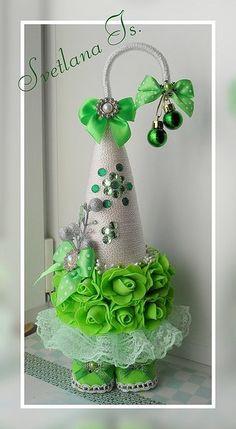 Cone Christmas Trees, Christmas Tree Crafts, Christmas Minis, Pink Christmas, Holiday Ornaments, Xmas Tree, Felt Crafts, Diy And Crafts, Christmas Journal