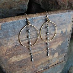 Gold Wire Wrapped Hoop Earrings Pyrite by AmyWellsDesigns on Etsy diy hoop errings Beaded Earrings, Earrings Handmade, Beaded Jewelry, Hoop Earrings, Wire Jewelry Earrings, Metal Jewelry, Wire Wrapped Jewelry, Jewlery, Homemade Jewelry