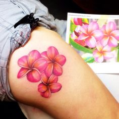 What does plumeria tattoo mean? We have plumeria tattoo ideas, designs, symbolism and we explain the meaning behind the tattoo. Tattoos For Women Flowers, Foot Tattoos For Women, Tattoos For Guys, Piercing Tattoo, Piercings, Frangipani Tattoo, Tatoo 3d, Hawaiianisches Tattoo, Tattoo Time