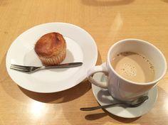 デザートにマフィンとマヤナッツコーヒーを頂きました。 #vegan #vegansweets #vegetarian #vegansofjapan #vegankyoto #kyoto #ヴィーガン #ヴィーガンスウィーツ #ベジタリアン #動物性不使用 #菜食 #京都 (インヤン・フラワー・カフェ)