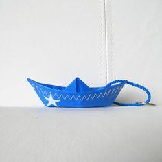 porte-clés bateau en toile de voile recyclée bleue : Porte clés par l-etoile-de-mer