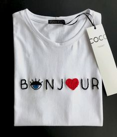 Diy Embroidery Shirt, Embroidery On Clothes, Embroidered Clothes, Hand Embroidery Designs, Embroidery Patterns, T-shirt Broderie, Broderie Simple, Painted Clothes, Creation Couture