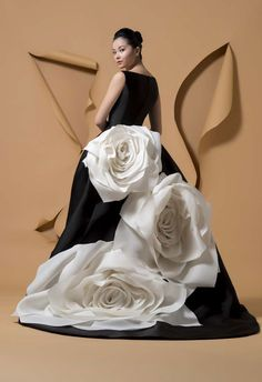 Wedding dress shop in Dubai & Lebanon for bridal gowns & evening dresses. Collections from the top wedding dress designers & bridal couture. Couture Fashion, Fashion Show, Fashion Design, Trendy Fashion, Fashion Art, Elegant Dresses, Pretty Dresses, Couture Dresses, Fashion Dresses