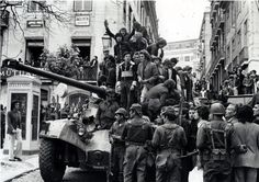 "1974 Carnation Revolution - Citizens of Lisbon join in with the Portuguese Army soldiers of the Armed Forces Movement (Movimento das Forças Armadas) as they overthrow the Fascist ""Estado Novo"" regime. Conquistador, World Conflicts, Army Soldier, High Art, Lisbon Portugal, World History, Popular Culture, Historical Photos, Street Photography"