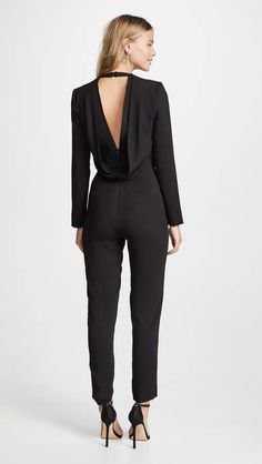Michelle Mason Jumpsuit with Draped Back Schwarzer Overall Outfit, Creative Black Tie, Black Jumpsuit Outfit, China Mode, Size 0 Models, Military Ball Dresses, China Fashion, Red Carpet Looks, Color Negra