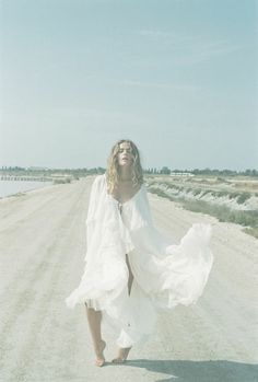 * Mes Demoiselles Paris, Ethereal Photography, Boho Fashion, Fashion Dresses, Boho Inspiration, Paris Dresses, Jolie Photo, Blue Moon, White Dress