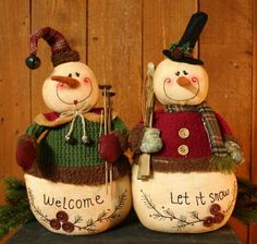 If these two aren't the cutest! Primitive Snowmen, Primitive Christmas, Felt Christmas, Christmas Snowman, Rustic Christmas, Christmas Holidays, Snowman Tree Topper, Snowman Crafts, Christmas Projects