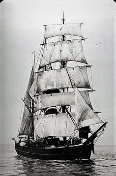 The sailing ship Barquetine la, This black and white photograph was taken in the late nineteenth century between 1850 and 1899.