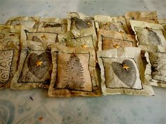 Hands and Heart: Tea Christmas Party! Love these tea bag ornaments! Tea Bag Art, Tea Art, Arts And Crafts, Paper Crafts, Diy Crafts, Used Tea Bags, Cloth Paper Scissors, Arte Country, Primitive Crafts