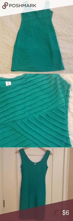 Dress Like new. Love the color. Stretchy material Dresses