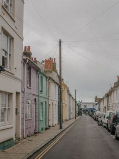 Brighton colorful roads - Jane was here Brighton England, Brighton And Hove, Visit Brighton, Moving To England, Seaside Towns, Travel Aesthetic, Staycation, Travel Posters, Day Trips