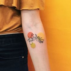 Over 20 tattoo models by artists who describe love with linear tattoos . - Over 20 tattoo models by artists who describe love with linear tattoos … – DIY – - Piercing Tattoo, Piercings, Tattoo Model Female, Tattoo Models, Mini Tattoos, Body Art Tattoos, Small Tattoos, Sleeve Tattoos, Pretty Tattoos