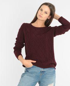 Pullover mit Zopfmuster - Ein Pullover mit Zopfmuster und hübscher perlmuttfarbener Kno...