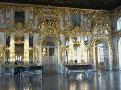 Muito luxo na decoração do Palácio de Catalina em Pushkin São Petersburgo ( Rússia )