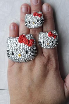 I saw this and instantly thought of my friend...... It's hello kitty rings!!! They're soooooooiioi CUTE!!!!!!! :):):):):)