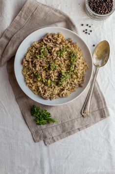 This risotto al lampredotto has made an impressive quantum leap. I used a brown Carnaroli rice, probably the most precious of Italian rices, often referred to as the king of rices. In this game the king of rices is playing with one of the main ingredients of the Florentine cucina povera, lampredotto.