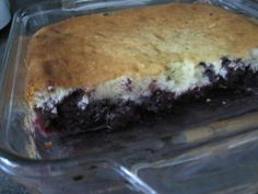 You can try it with canned peaches. Bon Dessert, Dessert Recipes, Canned Peaches, Pudding Cake, Blueberry, Sweet Treats, Deserts, Food And Drink, Cooking Recipes