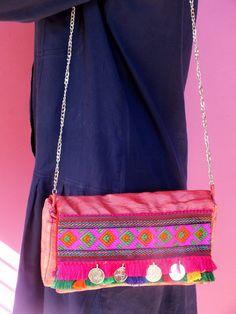 Bolso Rajastani en color rosa.  A la venta en http://kyrenia.es/collections/complementos/products/bolso-rajastani