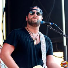 Biography and Photos of Lee Brice. All you need to know about Lee Brice. American country music singer and songwriter, born 10 June 1979 in Sumter, South Carolina, USA. Married to Sara Brice. Country Jam, Hot Country Boys, Country Music Lyrics, Country Music Singers, Brice Lee, Country Western Singers, George Jones, Music Guitar, My Favorite Music