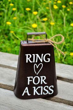 Anneau pour Kiss mariage Bell bell mariage par DownSouthMonogram