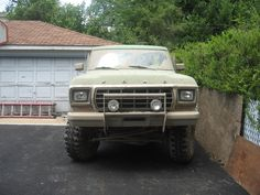 A major redesign in 1978 moved the Bronco to a larger size, using a shortened Ford F-Series truck chassis to compete with both the similarly adapted Chevy K5 Blazer, as well as the Dodge Ramcharger.